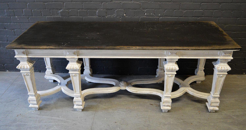 C1826 Important Table de Chasse/Serving table