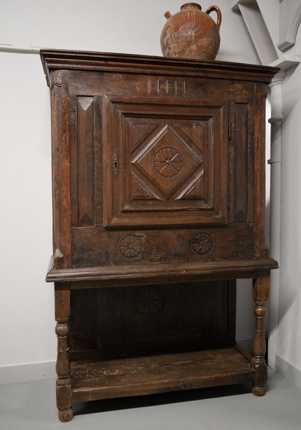 Late 17thC Louis XIV Provincial Buffet / cupboard