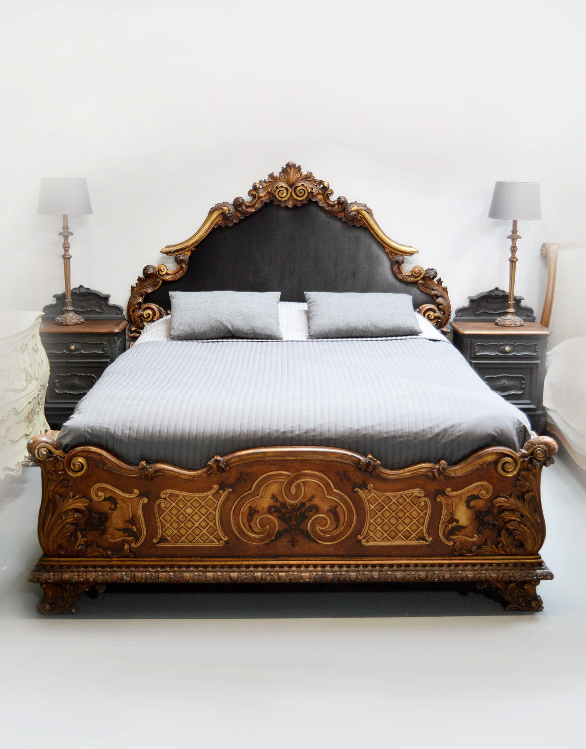 Early 20th Century Italian Hand carved gilt bedstead